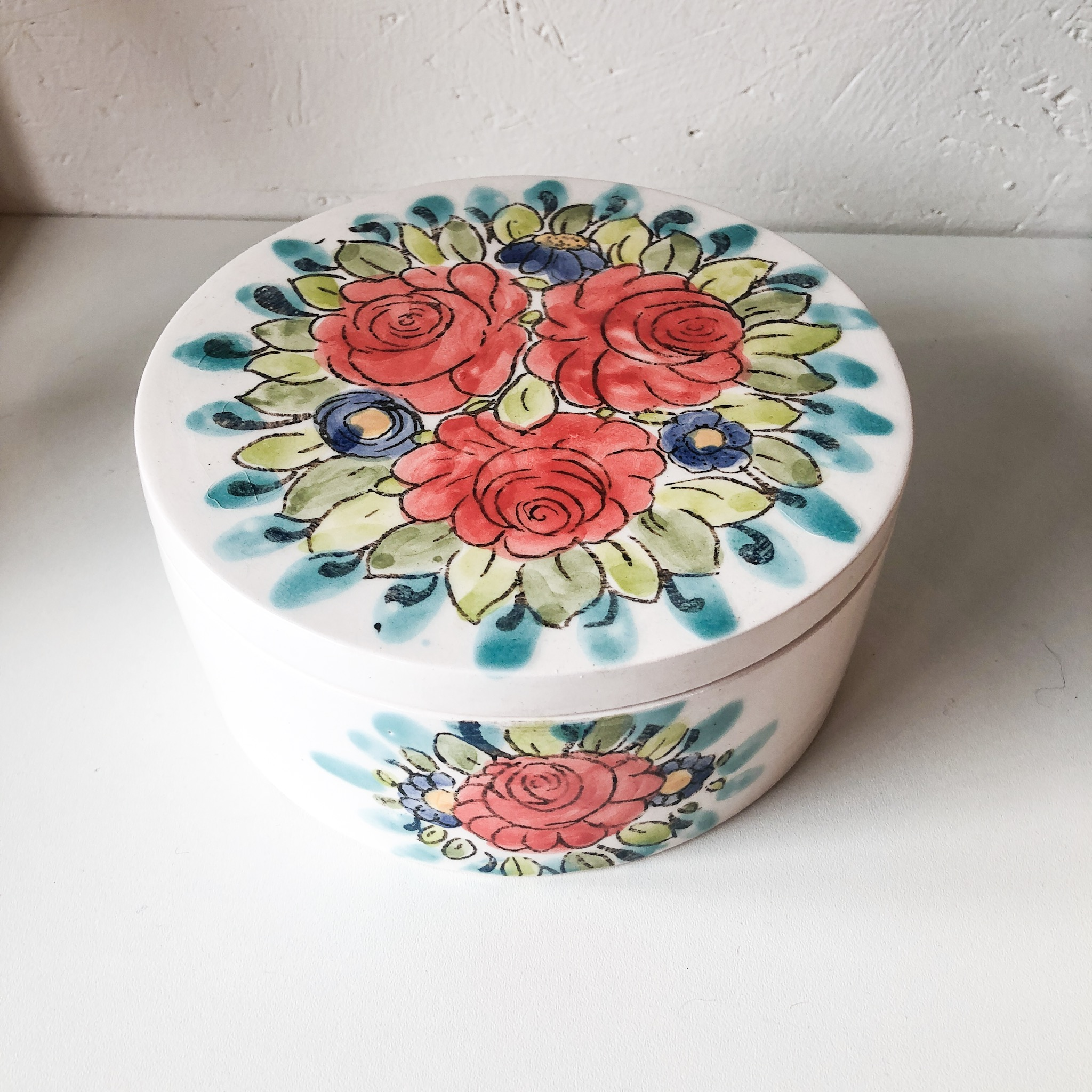 Handmade Rastin bloomy bowl with lid